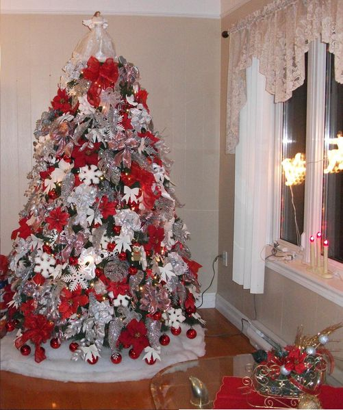 Id e sapin 10 sapin rouge et blanc du canada i love for Decoration sapin de noel rouge et blanc