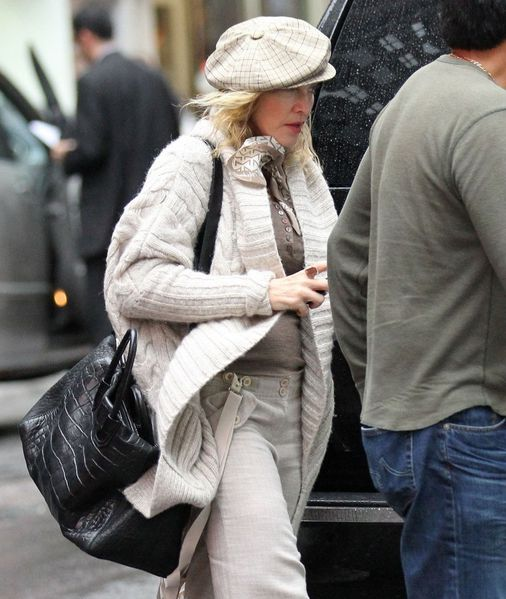 20110924-pictures-madonna-out-and-about-new-york-08