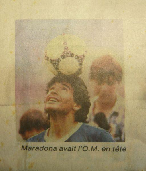 Maradona-et-ballon.JPG