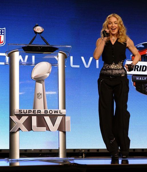 20120202-pictures-madonna-super-bowl-press-conference-hq-41