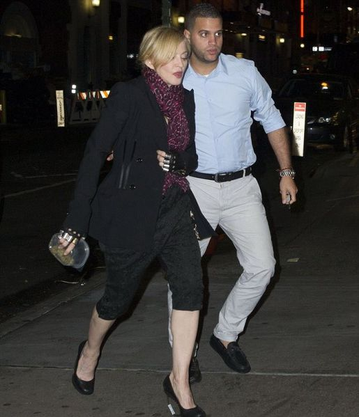 20140531-pictures-madonna-out-and-about-new-york-01.jpg