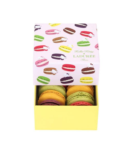 Laduree---Hello-Kitty-coffret-8-macarons--2-.jpg