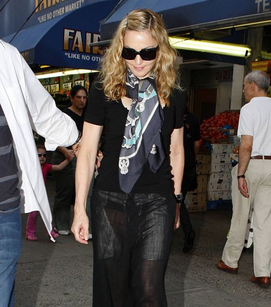 20110914-pictures-madonna-out-and-about-new-york-02