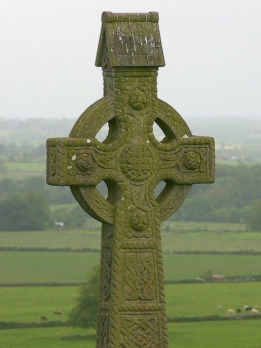 640px-Rock_of_Cashel-cross.jpg