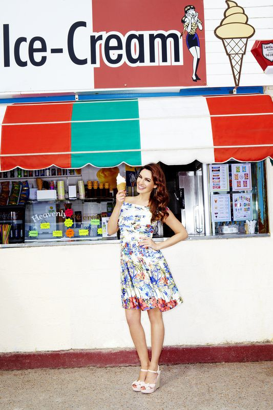 Kelly-Brook---SS12-Clothing-and-Accessories-Coll-copie-5.jpg