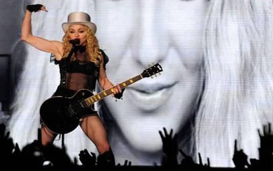 Sticky & Sweet Tour: Photos from the show in Santiago, Chile