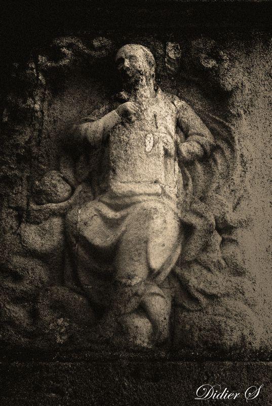 AMBONNAY,la stèle détail ( Didier Simonnet )