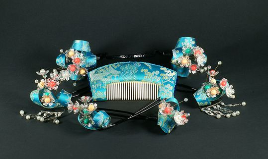 Parure-japonaise-de-mariage-en-soie.jpg