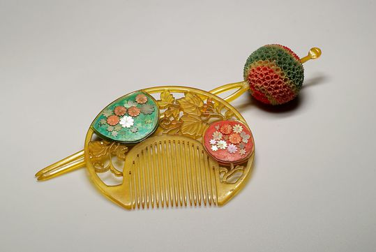 Kushi-japonais-et-kanzashi-boule.jpg