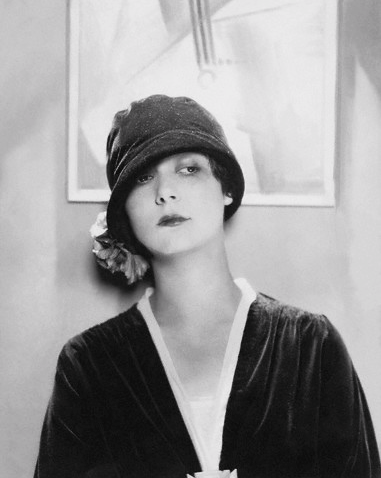 Edward-Steichen-Model-Wearing-Velvet-Cloche-by-Reboux--1925.png