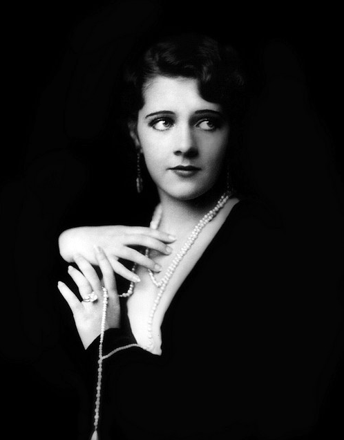 Ruby-Keeler--Ziegfeld-girl--by-Alfred-Cheney-Johnston-1929.png
