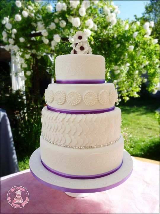 Wedding cake blanc violet 4 étages