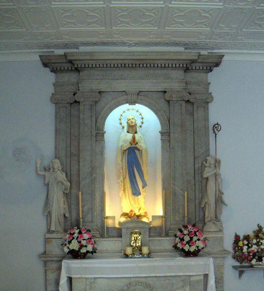 Autel-de-Notre-Dame-de-Lourdes--Gibraltar--parousie.over-bl.jpg