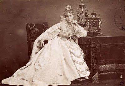 sarah-Bernhardt-en-costume-de-dona-maria-de-Neubourg-dans-r.jpg