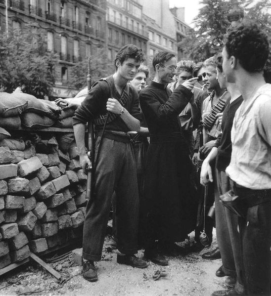 Ambiance Robert-Doisneau---Camille-Folliet--the-Resistance-priest-