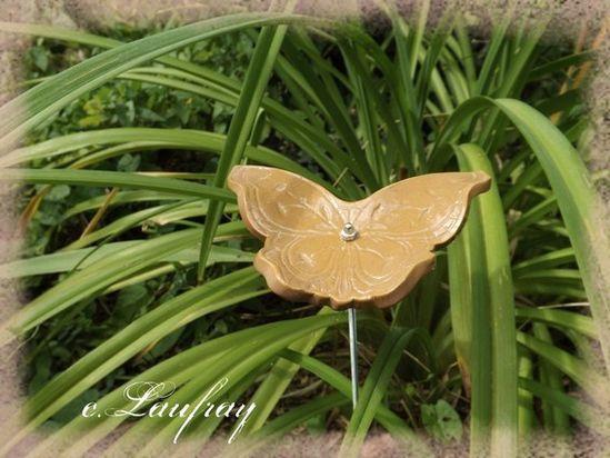 papillon-jardin-terre-cuite.jpg