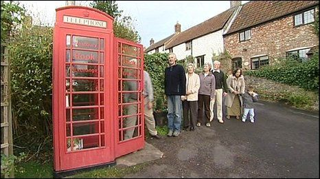 _46823229_phonebox_queue.jpg