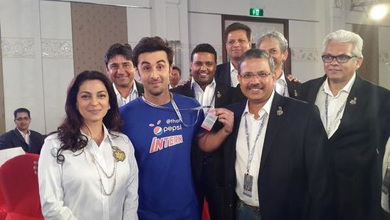 Ranbir-Kapoor-an-intern-at-the-IPL-auctions-5.jpg