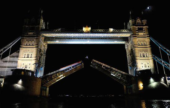 Robbie_Maddison_tower_Bridge_1.jpeg