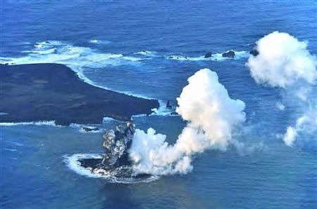 2013.11.20-Nishino-shima---by-the-Japanese-Coast-Guard.jpg