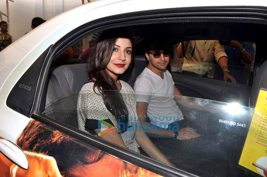 Imran-Khan-and-Anushka-Sharma-promote-Matru-Ki-Bij-copie-2.jpg