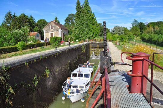 Ecluse-de-Germigny---Cal-Bourgogne---06-c-gerardphotos-fre.jpg
