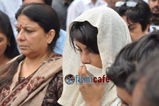 Priyanka-Chopra-s-Dad-s-Funeral-8.jpg