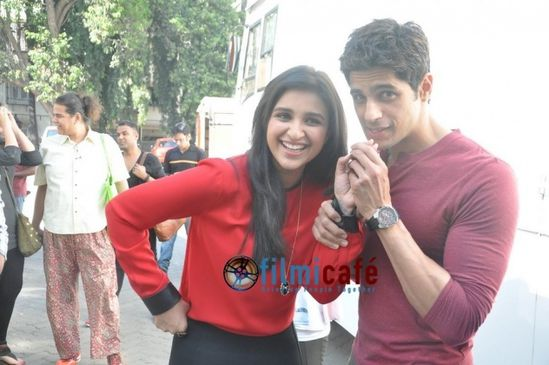 Sidharth---Parineeti-promote--Hasee-Toh-Phasee--1.jpg