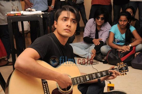 Ali-Zafar-Paints-Aditi-Rao-for-London-Paris-New-Yo-copie-11.JPG