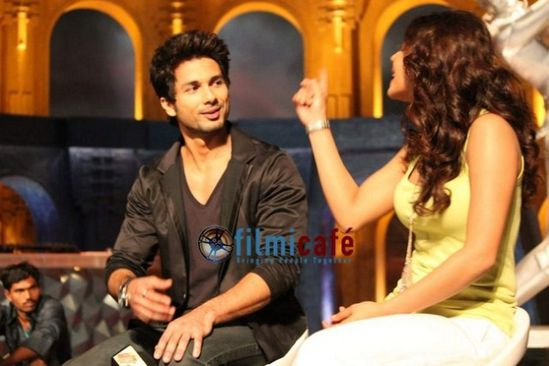 Shahid-Kapoor-and-Priyanka-Chopra-on-the-sets-of-I-copie-1.jpg