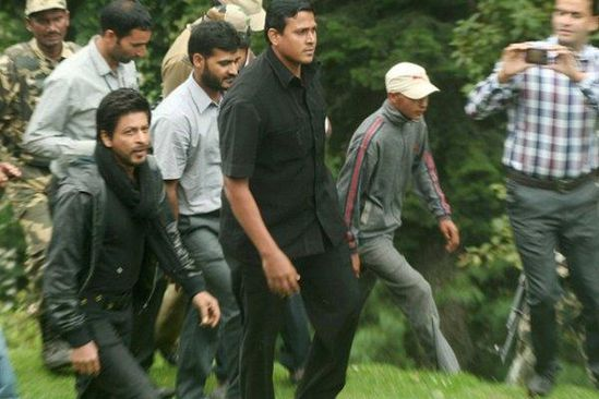 Shahrukh-Khan-On-the-sets-Of-Yash-Chopra-s-Next-In-Kashmi.jpg