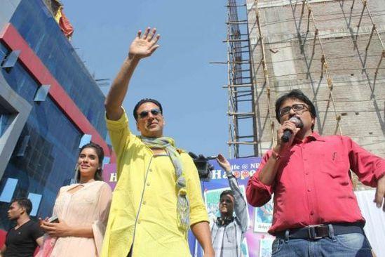 Akshay-Kumar-and-Asin-promote-Khiladi-786-in-Indore-2.jpg
