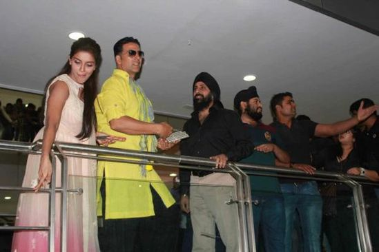 Akshay-Kumar-and-Asin-promote-Khiladi-786-in-Indore-9.jpg