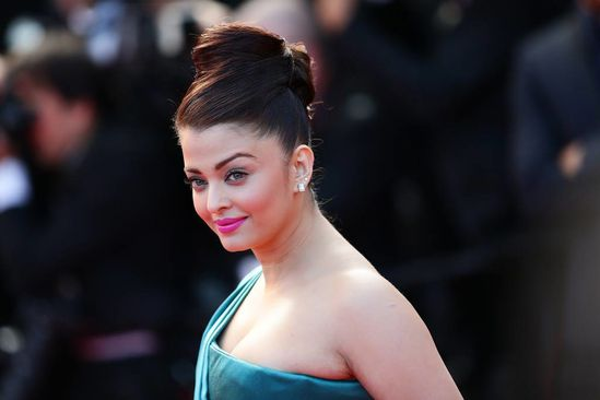 Aishwarya-Rai-Bachchan-at-the-premiere-of--Cleopat-copie-3.jpg