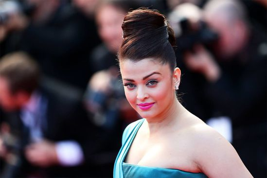 Aishwarya-Rai-Bachchan-at-the-premiere-of--Cleopat-copie-6.jpg