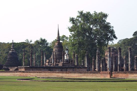 ruines_sukhothai.jpg