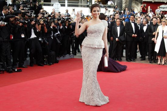 96910-bollywood-actress-aishwarya-rai-bachchan-cannes 2011