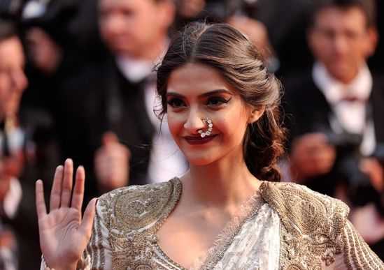 Sonam-Kapoor-at-The-Great-Gatsby-Premiere-at-Canne-copie-8.jpg