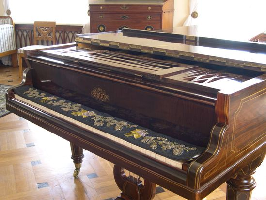 27-Varsovie-Salon-Chopin-Piano-Erard.jpg