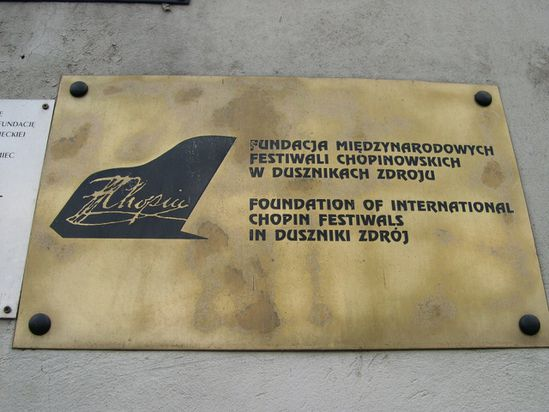 DZ la Fondation Chopin plaque