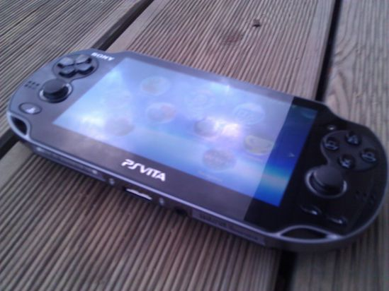 PS-Vita_4ugeek_b.jpg