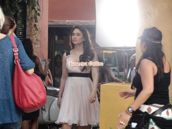 Kareena-Kapoor-bebo-On-the-set-of-advertisement-sh-copie-1.jpg