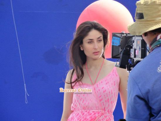 Kareena-Kapoor-bebo-On-the-set-of-advertisement-sh-copie-3.jpg