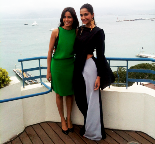 Sonam-Kapoor-and-Freida-Pinto-at-Cannes.png