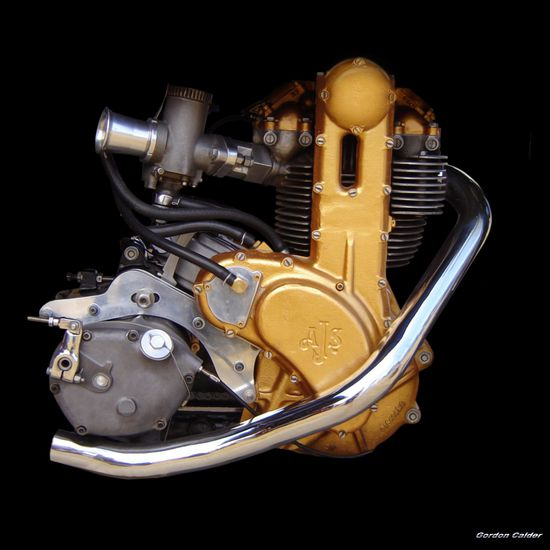 AJS 7R MOTORCYCLE ENGINE