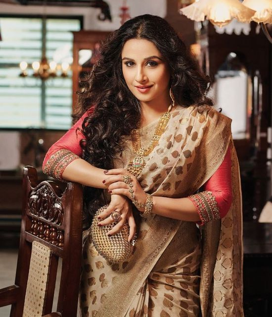 Vidya-Balan-s-photoshoot-from-Hi--Blitz-October-2013-1.jpg
