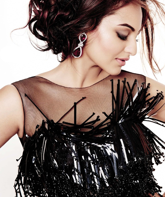 Sonakshi-Sinha-on-the-cover-of-L-Officiel-December-2013-6.png