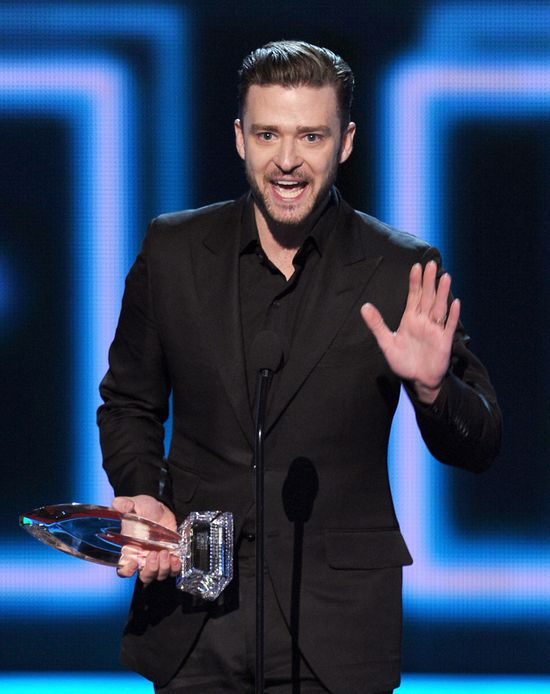 Justin-Timberlake-40th-Annual-People-Choice-1g_dUFlypy1x.jpg