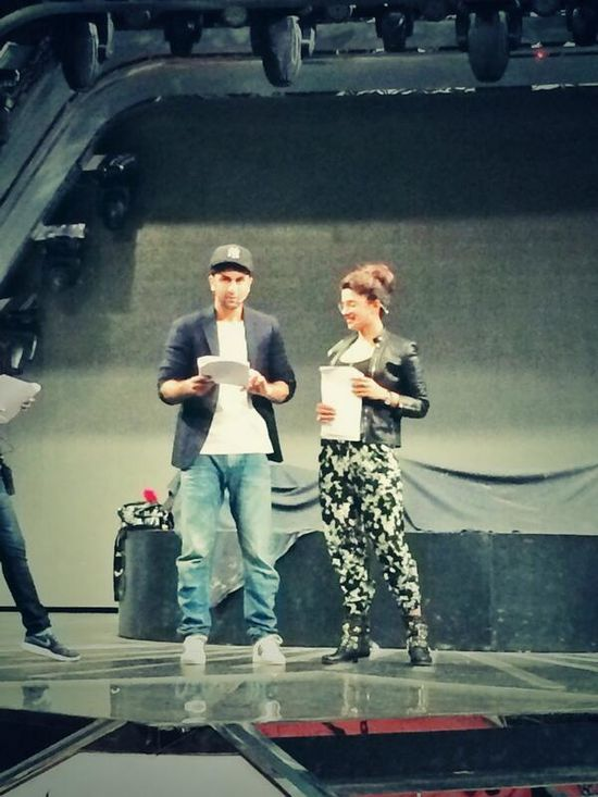 Priyanka-and-Ranbir-rehearse-for-Filmfare-Awards-Ceremony-1.jpg