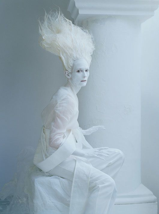Tilda SWINTON... par Tim WALKER... W Mag. mai 2013 04